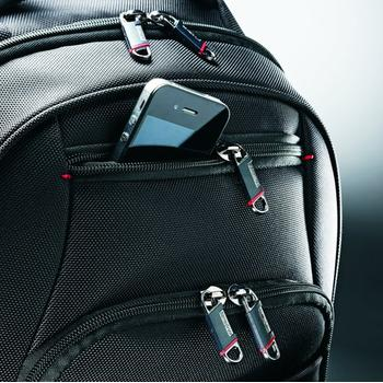 Photo of conveniently designed front pocket for gadget in Samsonite Xenon 2